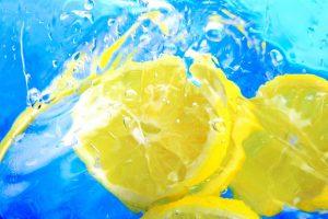 5 beneficii ale apei cu lamaie